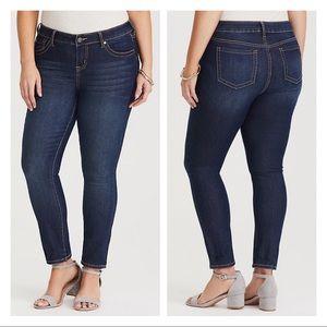 NWT Torrid Medium Wash Skinny Jeans Size 20 SHORT
